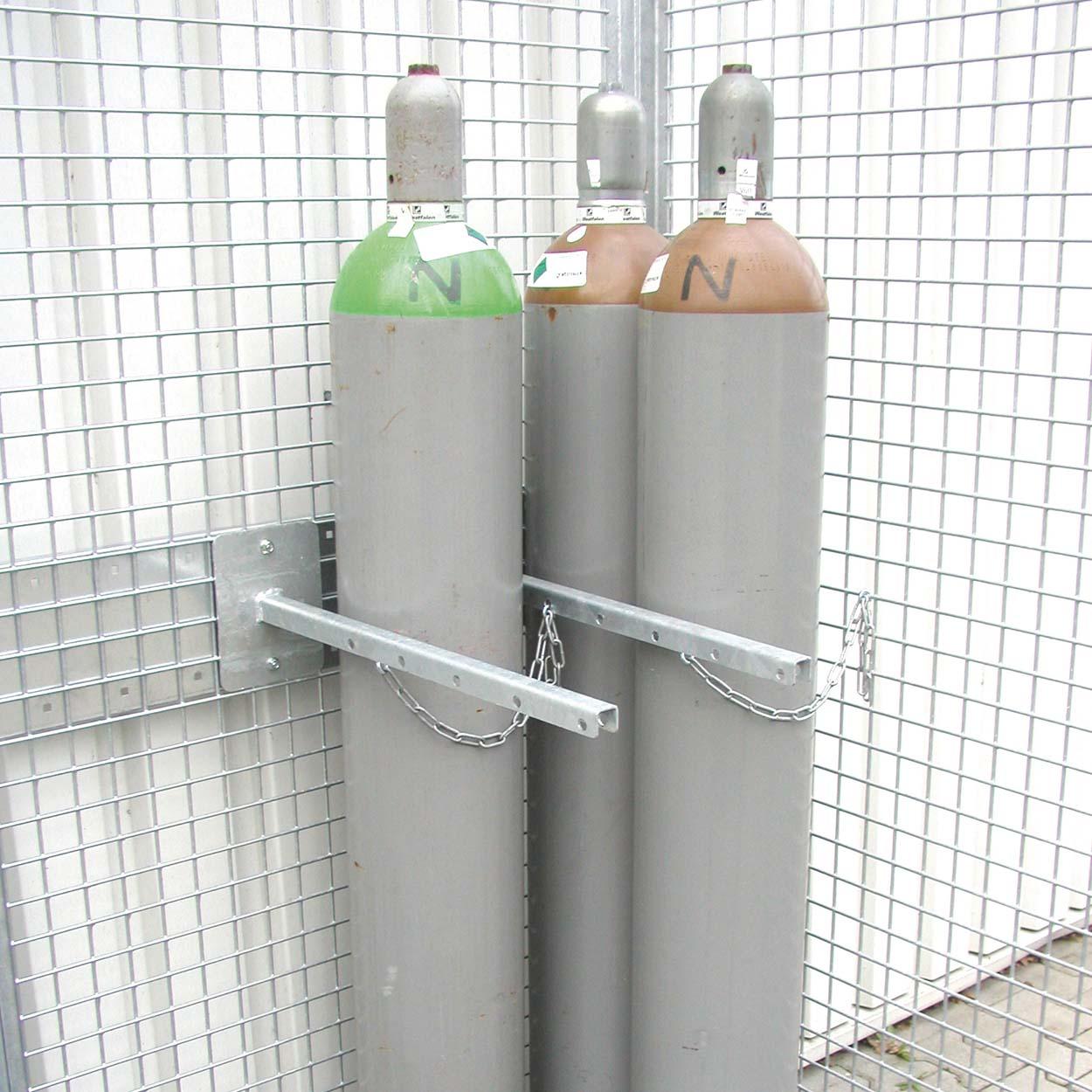 Držák na tlakové lahve pro klece